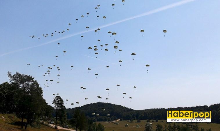 ABD tatbikatında 3 cip paraşütlerinden kopup yere çakıldı videosu