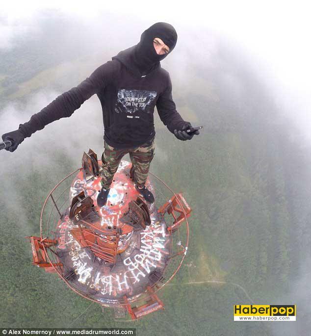 bulutlarda-selfie-cekmek-icin-350-metrelik-kuleye-cikti-izle