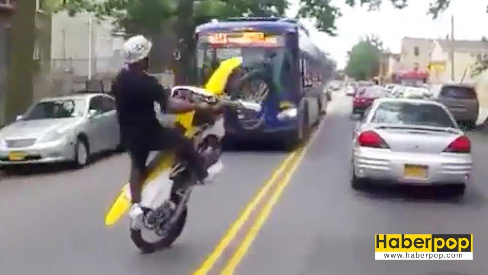 cilgin-motosikletlinin-olumle-dansi-korkuttu