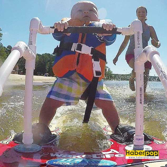 Düyanın-en-küçük-su-kayakçısı-6-aylık-bebek-su-kayağı-yaptı
