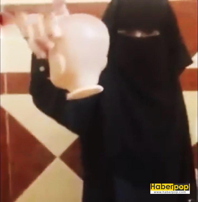 IŞİD'li-kız-çocuğu-oyuncak-bebeğin-kafasını-kesti-haber-video-izle