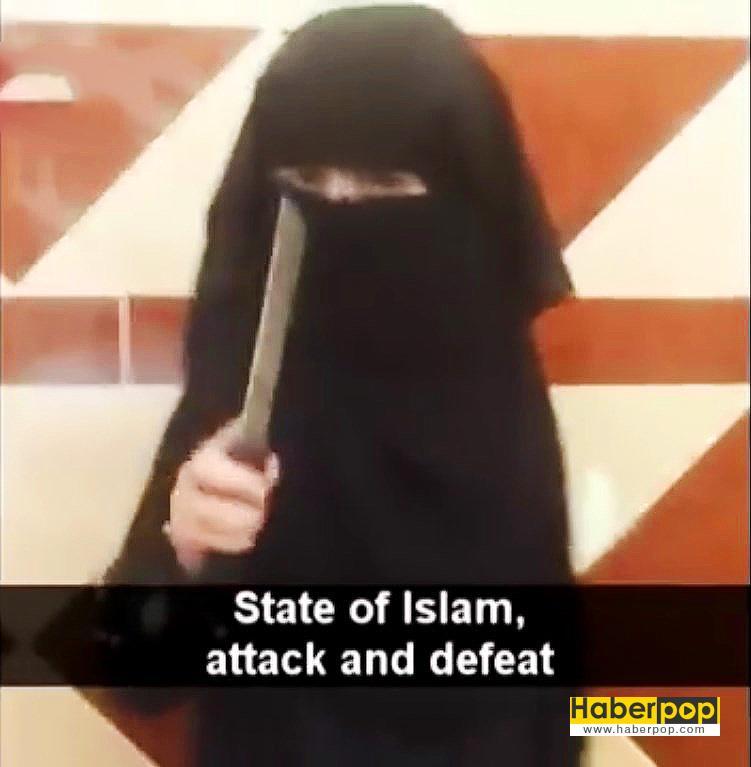 IŞİD'li-kız-çocuğu-oyuncak-bebeğin-kafasını-kesti-video