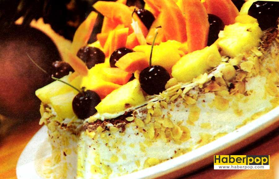 Meyveli Pasta Tarifi-Ananas-Kiraz-Mango-Papaya-kolay pasta-nefis pasta-biskuvili pasta-yapimi-rulo pasta-aglayan pasta