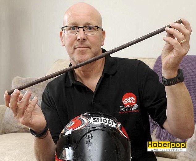 Motosiklet-sürücüsünün-boynuna-demir-saplandı--haber-oku