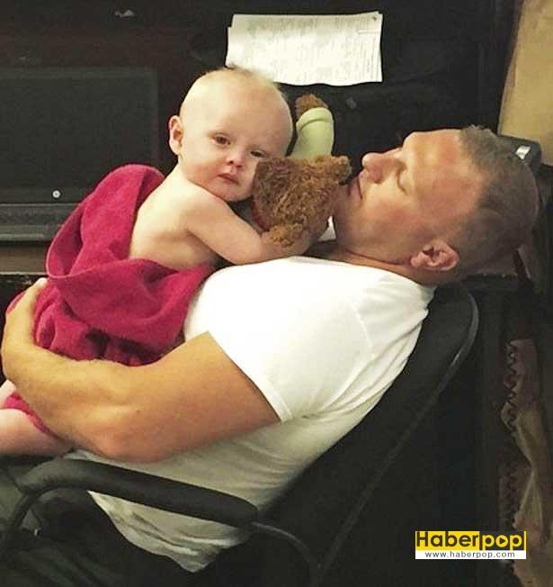 Polisler-kusmuk-içinde-budukları-bebeği-lavaboda-yıkadı