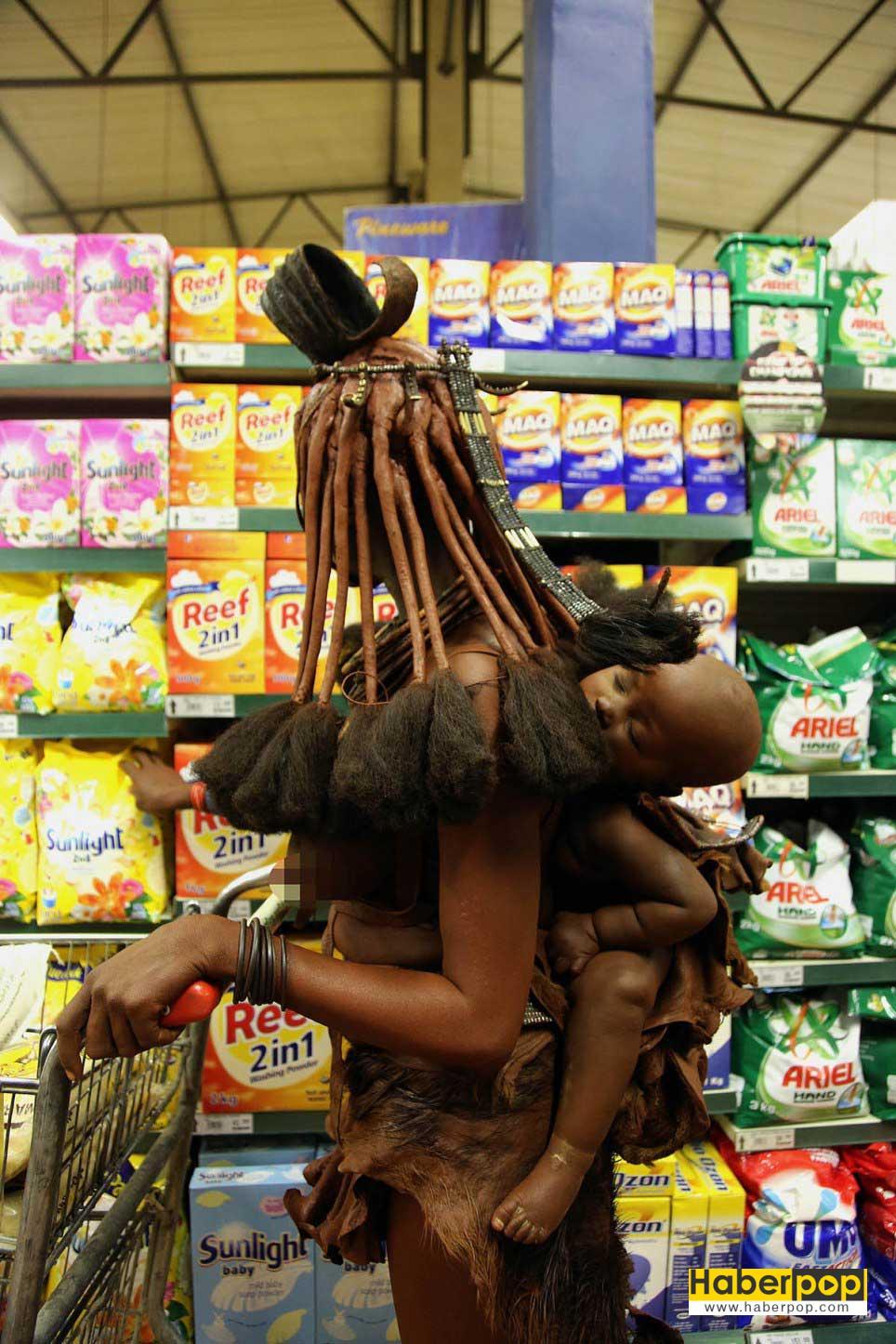 Yerli-kadın-markette-alışveriş-yaparken-görüntülendi-tuhaf-haberler
