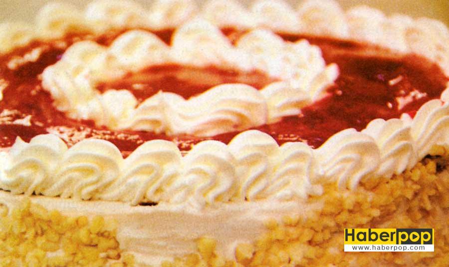 cilekli Findilki Pasta tarifi-pasta tarifleri-yas pasta-mozaik pasta-kolay pasta-nefis pasta-videolu fotografli